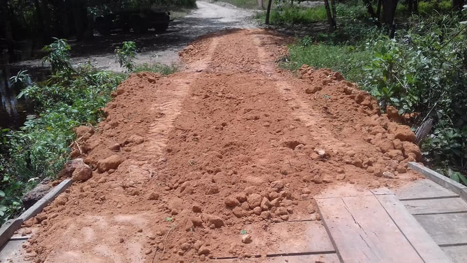 Prefeitura de Barreirinhas realiza obras na estrada que liga o povoado Bartolomeu aos povoados Cocal, Tiririca e Braço