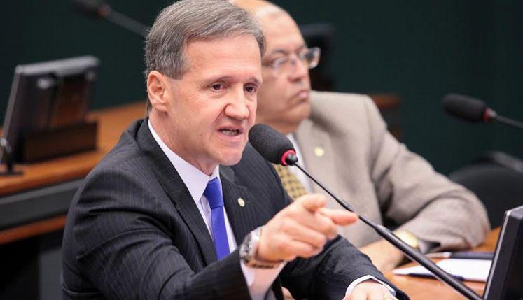 Aluisio assume liderança de bloco parlamentar na Câmara Federal